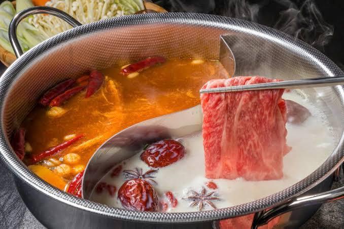しゃぶしゃぶや鍋に使える仕切りがある鍋…